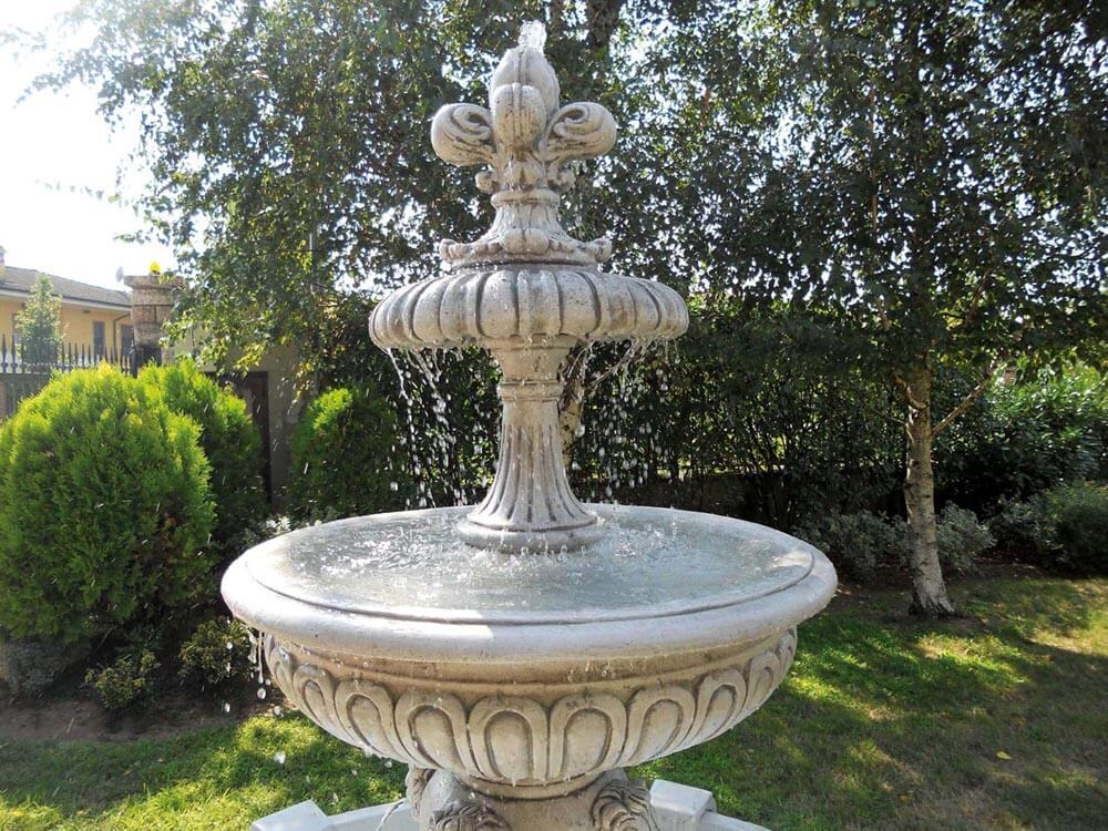 Fontane in giardino fontana da giardino in pietra di - Fontane da giardino usate ...