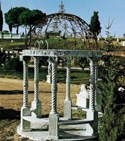 Decorazioni giardino terrecotte arredamenti marmo for Decorazioni in ferro per giardino